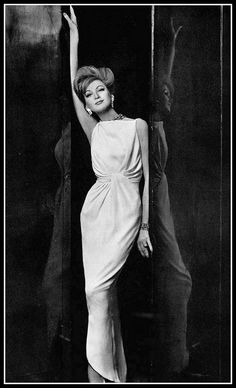 Model in white crêpe sheath artfully draped at the waist by Jean Patou, photo by Georges Saad, 1961 Moda Retro, Moda Vintage, Vintage Vogue, Vintage Glamour, Vintage Beauty, Timeless Elegance, Timeless Fashion, Classic Fashion, Vintage Gowns