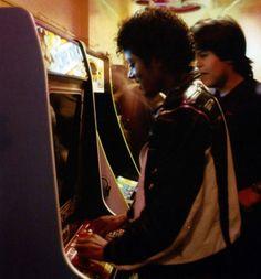 Michael Jackson plays Donkey Kong at an arcade. Probably 1982-83.