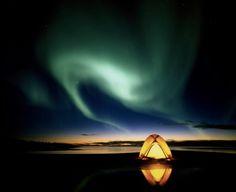 Sería increíble presenciar la Aurora Boreal, si vas a Alaska procura que sea en las fechas de septiembre a marzo, pues es cuando este fenómeno aparece.