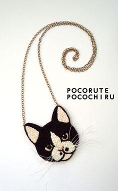 ちょびひげ猫の刺繍ミラーネックレス