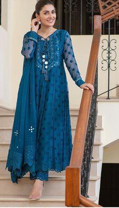 Simple Pakistani Dresses, Pakistani Fashion Casual, Indian Fashion Dresses, India Fashion, Fashion Outfits, Casual Outfits, Beautiful Dresses, Nice Dresses, Designer Party Wear Dresses