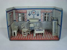 Marx Quot Newlywed Quot Kitchen Room Box S Dolly Dollhouse Dolls, Dollhouse Miniatures, Antique Dolls, Vintage Dolls, Hot Tub Time Machine, Toy Rooms, Toy Kitchen, Kitchen Collection, Tin Toys