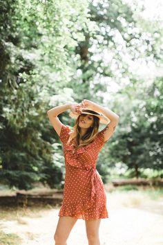 A picnic at Cliveden House wearing Realisation par Carrie, Realisation Par, School Fashion, Parisian Style, Fashion Details, Fashion Photography, Photography Ideas, Short Sleeve Dresses, Street Style