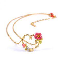 Necklace Cœur en Fleur Enamel & Ladybug and White flowers Hand Bracelet With Ring, Collier Floral, Fashion Necklace, Fashion Jewelry, Women's Fashion, Les Nereides, Floral Necklace, Cute Jewelry, Flower Jewelry