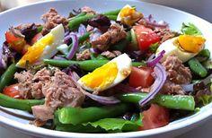 We blijven lekker in het thema van het foodblogevent: zomerse salades. Een klassieker onder de salades is natuurlijk de Niçoise: een combinatie van vis, groent