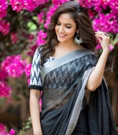 35 Girly Fashion Looks That Look Fantastic – Fashion New Trends Simple Blouse Designs, Stylish Blouse Design, Black Blouse Designs, Cotton Saree Blouse Designs, Saree Blouse Patterns, Pattern Blouses For Sarees, Latest Saree Blouse Designs, Kalamkari Blouse Designs, Silk Blouses