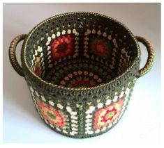 Crochet Home Decoration Items - Women Weaves Crochet Decoration, Crochet Home Decor, Crochet Crafts, Crochet Projects, Crochet Squares, Crochet Granny, Crochet Doilies, Granny Squares, Crochet Bowl
