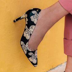 e03ab79b20c 72 mejores imágenes de Zapatos florales
