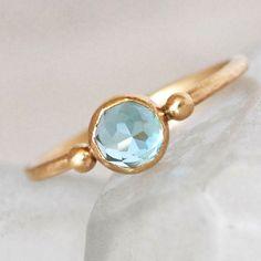 swiss-topaz-gold-ring-blue-topaz-ring