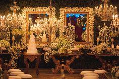 Mesa de doces - casamento clássico - arranjos de flores brancos ( Foto: Roberta Paiva )