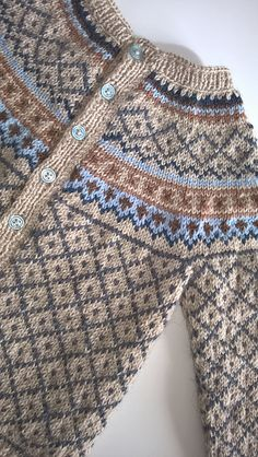 Ravelry: Project Gallery for Røverkofta til barn pattern by Kristin Wiola Ødegård