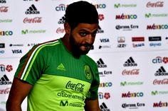 CARLOS VELA NO DESCARTÓ VOLVER ALGÚN DÍA A CHIVAS El delantero reveló que no ha sido contactado por Chivas. Se encuentra concentrado con la Selección para enfrentar mañana a Honduras.