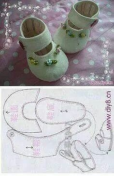 Sapatos Baby shoes from felted wool: Picture/pattern. decipherable from illustration (there are no instructions), Newborn wool felt baby shoes, perfeThis post was discovered by RoFelt baby shoes~ Could be used for dolls. Doll Shoe Patterns, Baby Shoes Pattern, Clothing Patterns, Sewing Patterns, Bib Pattern, Dress Patterns, Felt Baby Shoes, Baby Girl Shoes, Girl Dolls