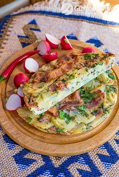 Eggs, potatoes, spring onion and fresh parsley make this easy crispy bacon frittata a dish that& nice to eat warm or cold at any time of the day. Frittata Recipes, Spring Onion Recipes, Parsley Potatoes, Catio, Sandwiches, Fresh, Dishes