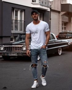 Skater Outfits, Tomboy Outfits, Fashion Outfits, Fashion Shoes, Denim Shirt With Jeans, Ripped Jeans, Denim Shirts, Sneakers Mode, Men's T Shirts