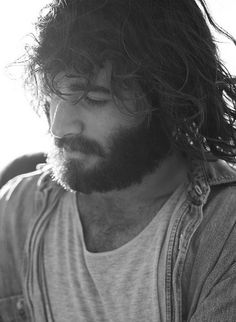 Angus Stone... I understand liking this look makes me a hypocrite BUT Angus Stone makes this scruffy look, look goooood :)