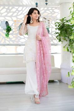 Dress Indian Style, Indian Dresses, Indian Outfits, Pakistani Dresses, Indian Wear, Kurti Designs Party Wear, Kurta Designs, Blouse Designs, Stylish Dress Designs