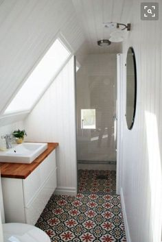 Beautiful Attic Bathroom Design Ideas 15