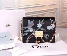 Dior Flap Bags Dior Handbags, Purses And Handbags, Dior Bags, Look Fashion, Fashion Bags, Luxury Purses, Lady Dior, Handbag Accessories, Luggage Bags