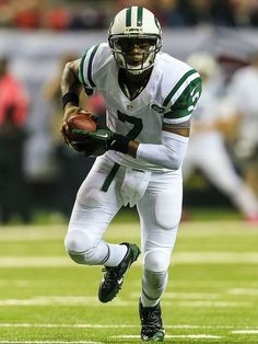 Geno Smith outshines ′Matty Ice′ as Jets shock Falcons Jets Football, Football Helmets, Geno Smith, New York Jets, Motorcycle Jacket, African, Running, Boys, Black