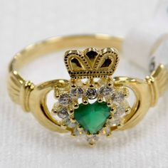 delicate gold ladies Claddagh ring