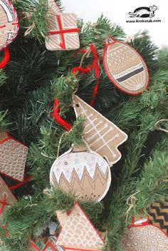 DIY Cardboard Christmas Decorations - a fun and easy craft to create beautiful ornaments from cheap materials. They look like gingerbread! Christmas Arts And Crafts, Christmas Crafts For Kids To Make, Simple Christmas, Christmas Diy, Christmas Cards, Christmas Decorations, Christmas Ornaments, Holiday Decor, Cardboard Crafts