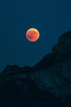Forecast for The 2019 Total Lunar Eclipse: Cloudy or Clear? Find Out What Kind of Weather to Expect This Sunday Night! Eclipse Photography, Landscape Photography, Nature Photography, October Sky, Old Farmers Almanac, Red Moon, Lunar Eclipse, Blood Moon, Moon Goddess