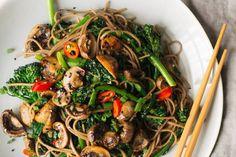 Mushroom Broccoli, Mushroom Stir Fry, Mushroom Dish, How To Cook Mushrooms, Roasted Mushrooms, Stuffed Mushrooms, Buckwheat Soba Noodle Recipe, Veggie Recipes, Healthy Recipes