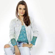 Quer um jeito diferente de usar sua camisa jeans? Que tal usar ela aberta como uma jaqueta? Além de mais leve é um bom jeito de inovar o look do dia a dia. #universotok