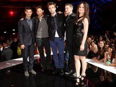 twilight cast with rob The Twilight Saga Eclipse, Twilight Cast, Twilight Movie, Robert Pattinson News, Robert Pattinson And Kristen, Ashley Jackson, Zendaya Hair, Jackson Rathbone, The Most Beautiful Girl