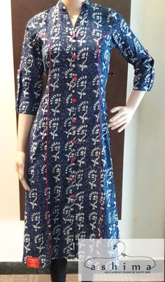 Combining with correct choice of accessories and bottoms, these kurtis can create unique looks. Here are the 15 latest and stylish party wear kurtis. Salwar Designs, Printed Kurti Designs, Simple Kurti Designs, Kurta Designs Women, Kurti Designs Party Wear, Neck Designs For Suits, Dress Neck Designs, Designs For Dresses, Blouse Designs