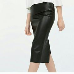 NEW ZARA Navy faux leather pencil skirt Buttery soft faux leather.. Gorgeous navy blue pencil skirt.. Brand new with tags Zara Skirts Pencil