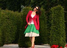 Klassischer Chick und feminine Extravaganz  Besonderheit:  - weicher und fließender Jersey - femininer taillierter Schnitt - vorne kürzer, hinten länger und leicht ausgestellt - vorne zum...