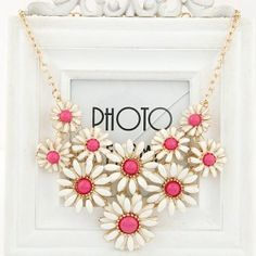 Refreshing Tiny Daisy Cluster Design Costume Necklace - Pink