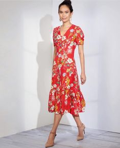 This Simplicity dress pattern allows you to make a pretty style ready for the season ahead. Fitted at the bust with empire waist seaming, this has a number of neckline, sleeve and length variations. A zip closure features at the back. Miss Dress, Simplicity Sewing Patterns, Couture, Knit Dress, Dress Sewing, Dress Patterns, Short Sleeve Dresses, Empire, Sewing Ideas