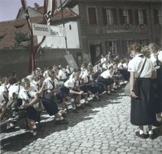 """Many girls from the League of German Girls at the gathering place """"Baden"""""""