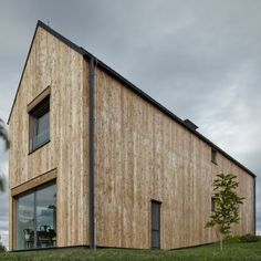 Mjölk+Architekti+references+agricultural+architecture+for+barn-like+house