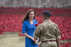 Kate Middleton Photos  - Duke And Duchess Of Cambridge And Prince Harry Visit Tower Of London's Ceramic Poppy Field - Zimbio