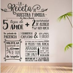 Vinilo adhesivo original del texto la receta de nuestra familia. Una decoración original, donde podrás personalizar con los apellidos de tu familia.