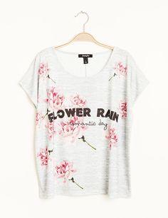 Tee shirt fleuri gris chiné et rose - http://www.jennyfer.com/fr-fr/collection/tops-et-tee-shirts/tee-shirt-fleuri-gris-chine-et-rose-10007593076.html