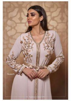 Image about fashion in Caftan 👑 by Yousra on We Heart It Moroccan Kaftan Dress, Caftan Dress, Hijab Dress, Morocco Fashion, Arab Fashion, Muslim Fashion, Modesty Fashion, Ski Fashion, Arabic Dress