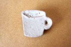 陶器ブローチ カップ (白) Ceramic Pendant, Ceramic Jewelry, Ceramic Clay, Clay Jewelry, Ceramic Pottery, Small Projects Ideas, Shape And Form, Contemporary Ceramics, Coffee Love