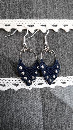 Boucles d'oreilles bleues en macramé