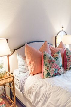 Home Tour - The Guest Bedroom - I love the pink pillows and floral pillows on the white duvet - Modern Bedroom Guest Bedroom, Beautiful Bedrooms, Home, Bedroom Inspirations, Luxury Bedding, Guest Bedrooms, Home Bedroom, Cozy House, Home Decor