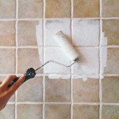 Går det att måla på kakel? | ELLE Boho Bathroom, Laundry In Bathroom, Bathroom Ideas, Diy Interior, Interior Design Living Room, Bra Hacks, Tadelakt, Wie Macht Man, Deco Floral