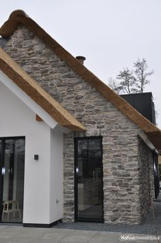 Thatched House, Villa, House Extensions, Stone Houses, Prefab Homes, Architecture Details, Exterior Design, Future House, Building A House