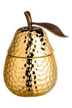 Malá voňavá sviečka vnádobke: Malá voňavá sviečka vkeramickej nádobke vtvare ovocia. Vrchnák skovovou stopkou je ozdobený listom sreliéfnym vzorom. Priemer 6–7cm, výška 8–10cm. Čas horenia asi 5hodín.