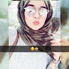 Hijabi Girl, Girl Hijab, Hijab Fashion, Girl Fashion, Arabian Beauty Women, Hijab Makeup, Hijab Dpz, Hijab Style Tutorial, Mode Simple
