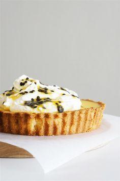Cakelets and Doilies: Passionfruit Tart with Orange Mascarpone Cream Tart Recipes, Fruit Recipes, Sweet Recipes, Cooking Recipes, Recipies, Sweet Pie, Sweet Tarts, Just Desserts, Delicious Desserts