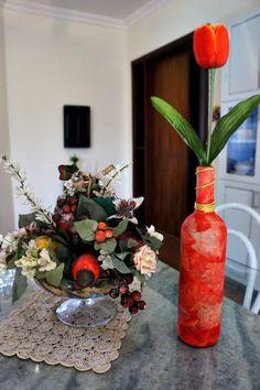 Vaso decorativo em papietagem, com filtro de café em vidro.